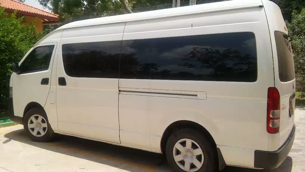 sri-lanka-roadtrip-van-1