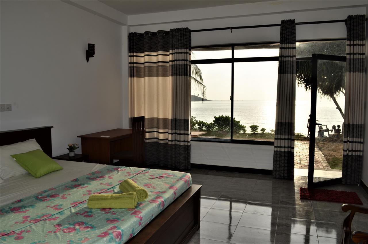Satori Beach Hostel Mirissa Private Room