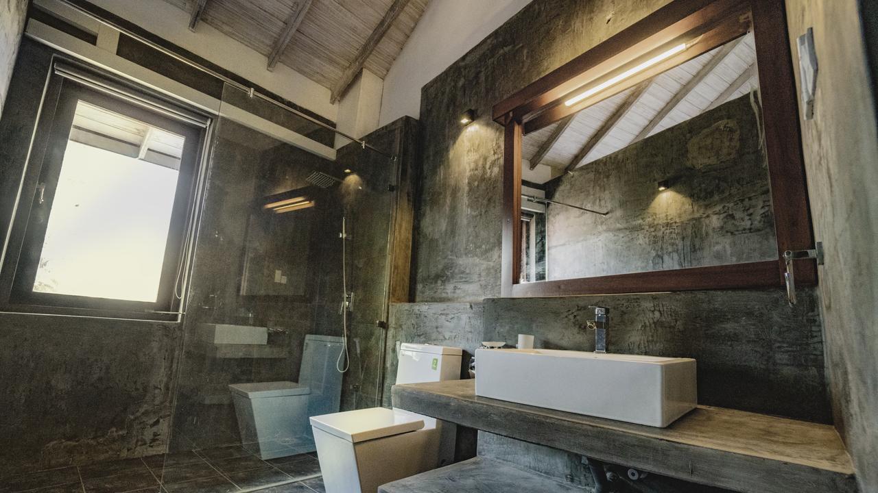 Ayur Ayur Retreat Negombo Bathroom