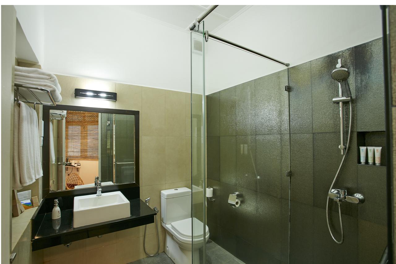 hotel sigiriya bathroom