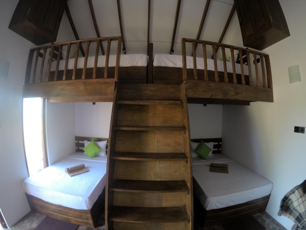 roys villa hostel sigiriya dorm