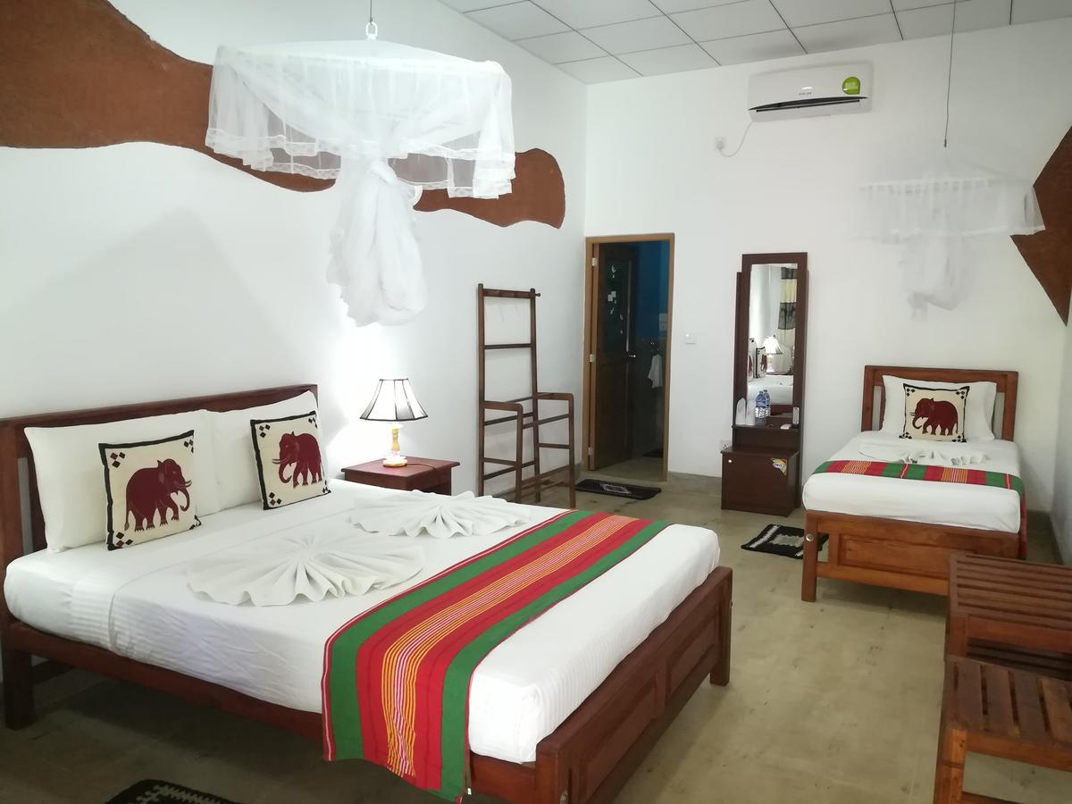 sigiriya nature park hotel bedroom