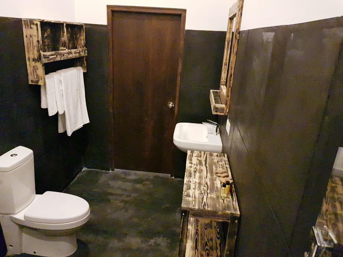 il frangipane hotel sigiriya bathroom