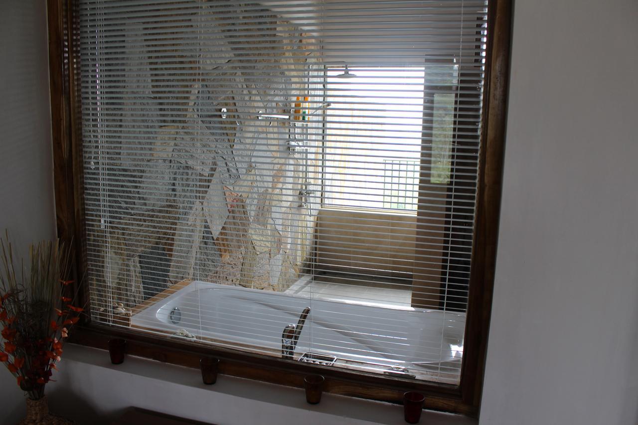 eco hotel jims farm villa dambulla bathroom