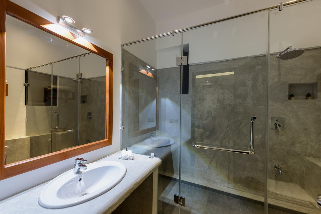 fern colombo hotel bathroom